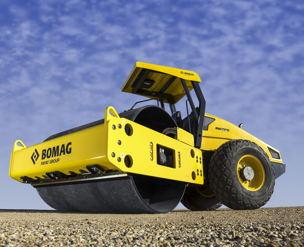 BOMAG BW211D-50 smooth drum roller