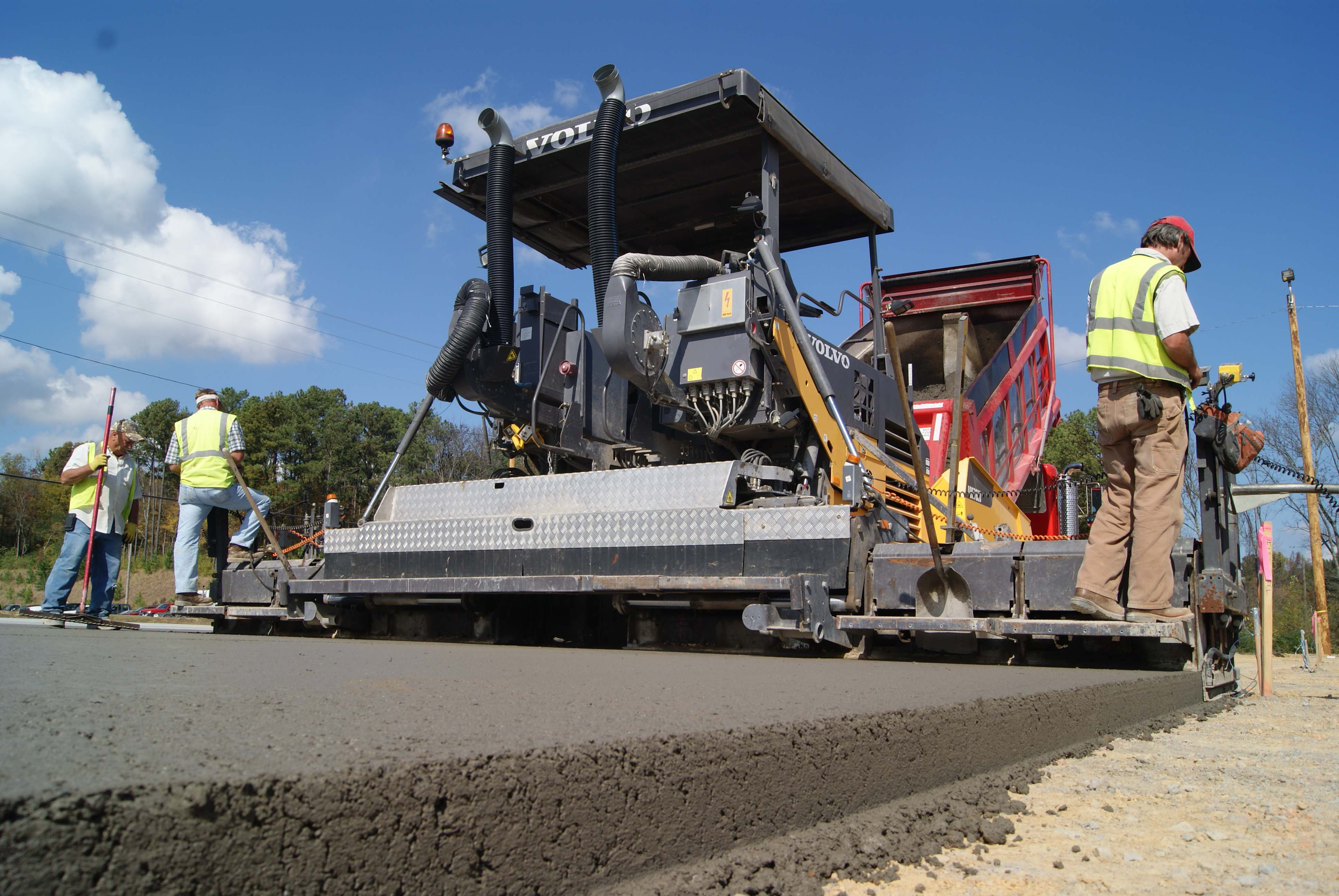 Roller Compacted Concrete Equipment : Contractor finds niche success with roller compacted concrete