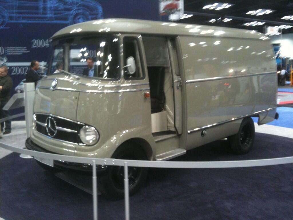 Photos classic 1960 mercedes benz l319 commercial van at for Mercedes benz commercial trucks