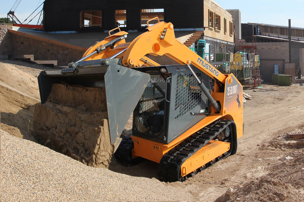 Mustang 2500RT compact track loader