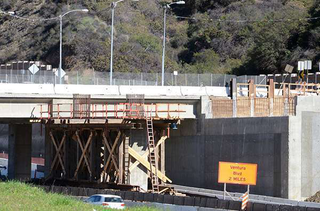 Construction of the south side of Skirball Bridge is part of the 405 Freeway project. (Photo: Metro)