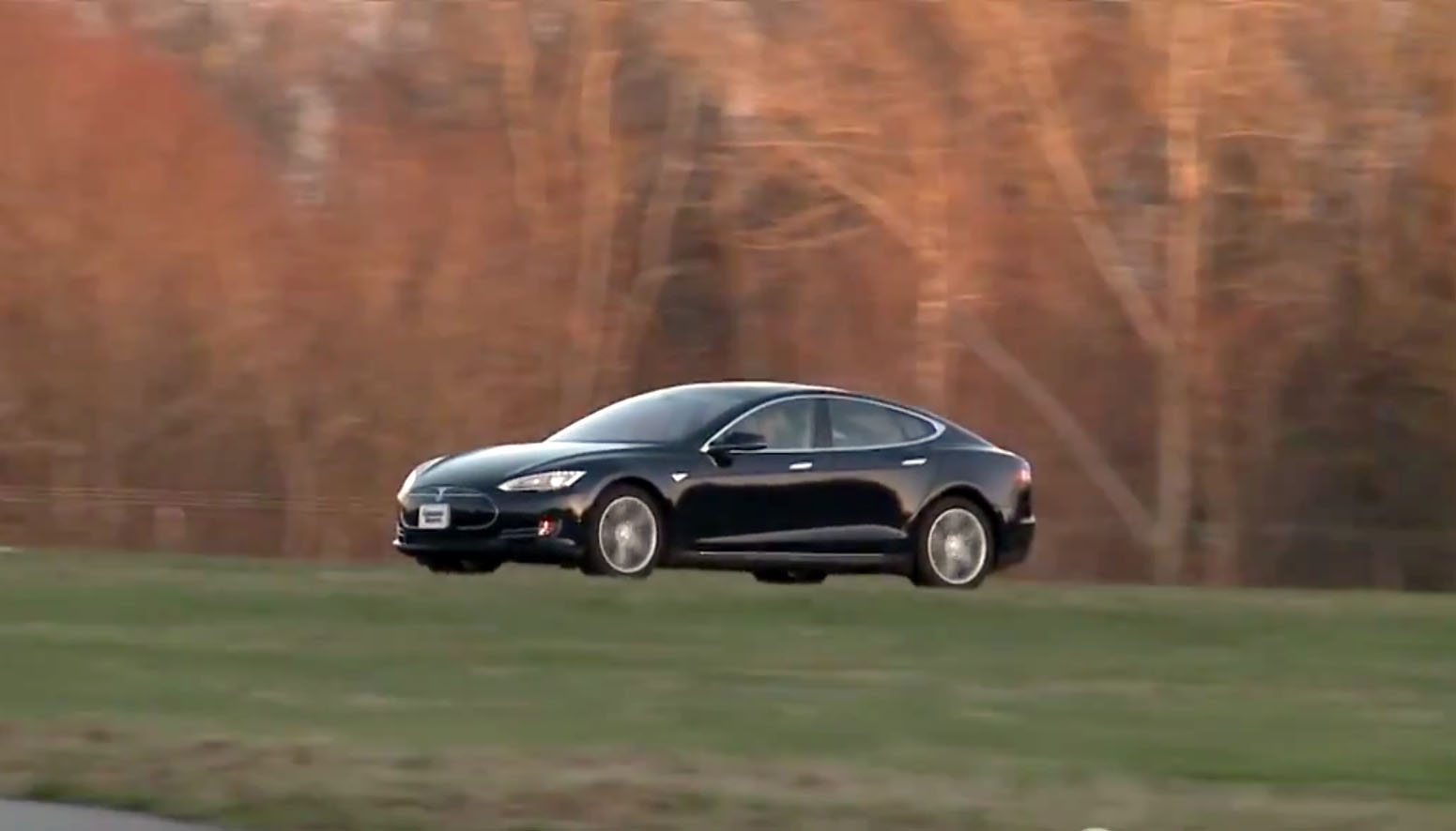 Tesla Model S earns top ratings from Consumer Reports