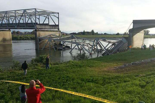 The collapse of Washington's I-5 bridge into the Skagit River last month sparked conversations about deficient bridges. (Photo: Cole Wagoner / Twitter)