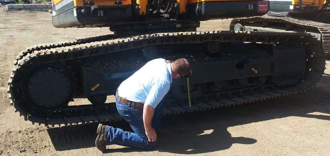 How to properly adjust the track tension on your crawler