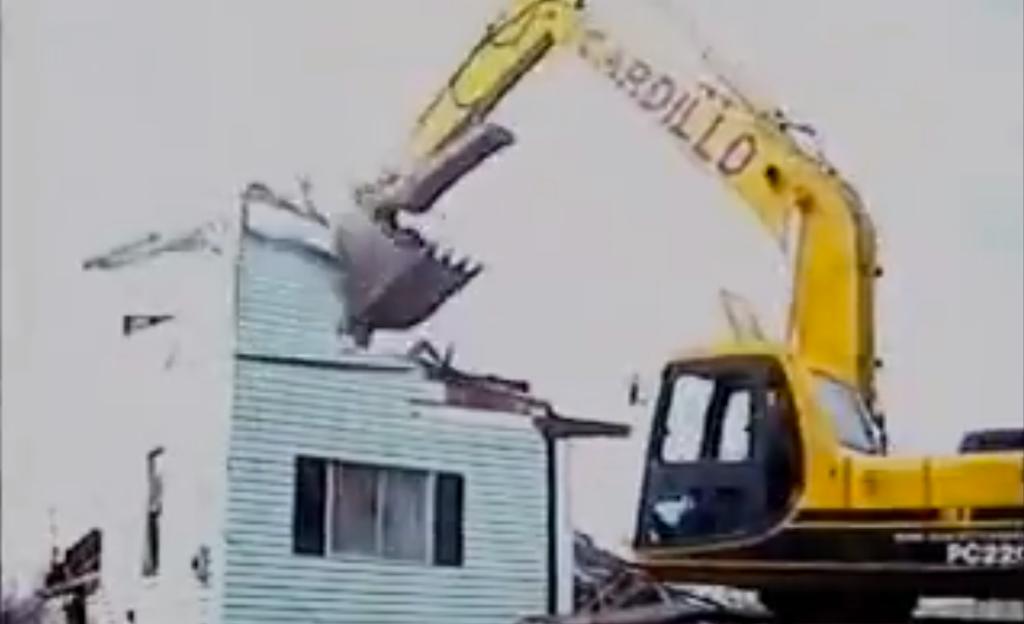 excavator demoing house in 40 seconds