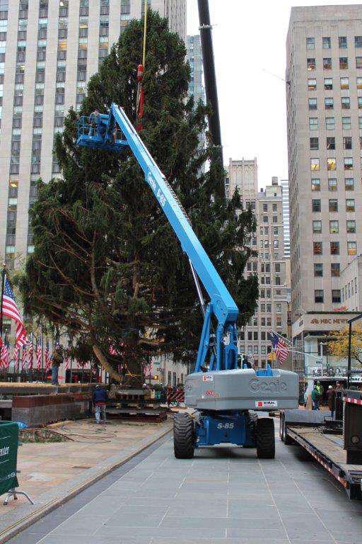 Genie S-85 Rockefeller Center Tree