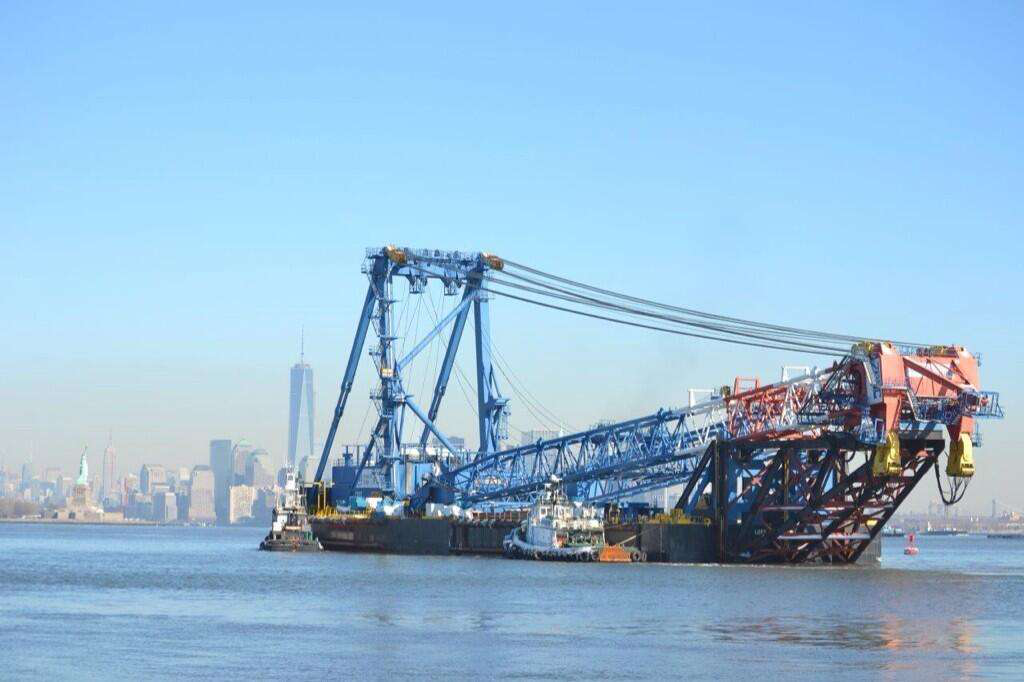 The I Lift New York super crane, formerly the Left Coast Lifter, arrives in New York Harbor. Credit: @NewNYBridge Twitter account.