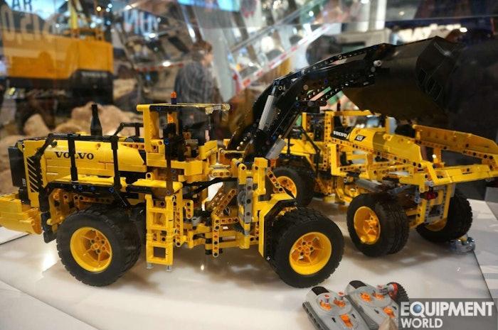 Lego Technic Volvo L350F and A25F7