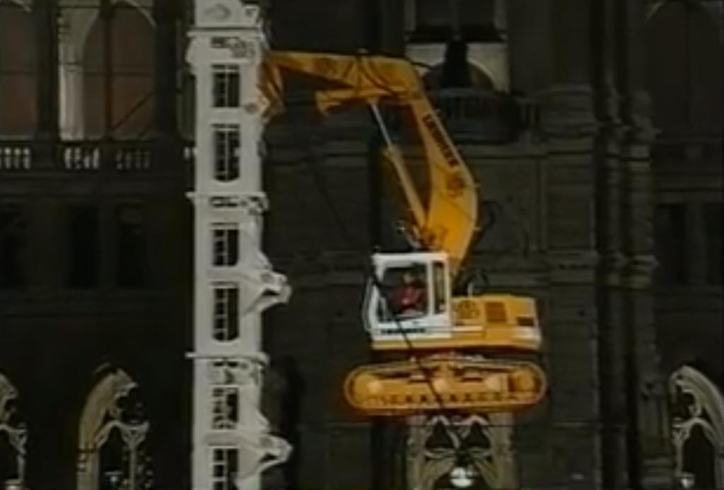 Liebherr excavator climbing tower