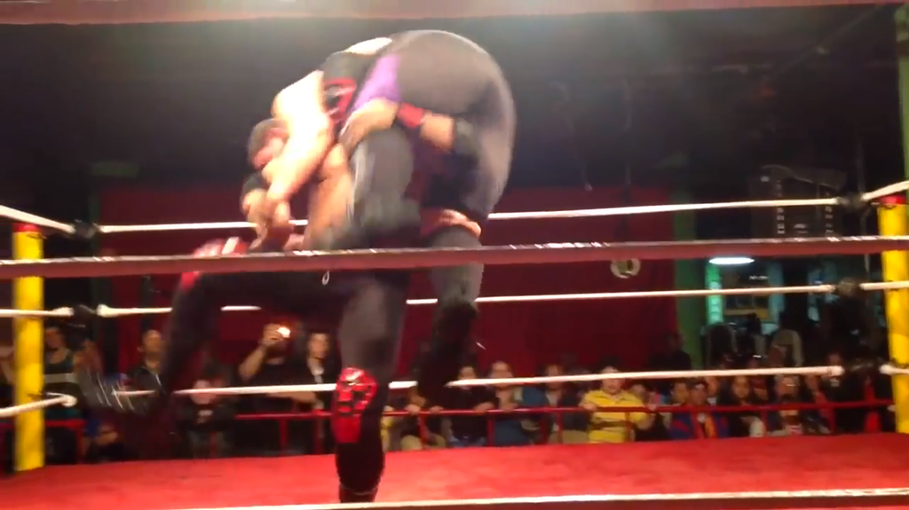 Bronco Internacional slams his opponent, the Beast, to the mat. See the video of the match below.