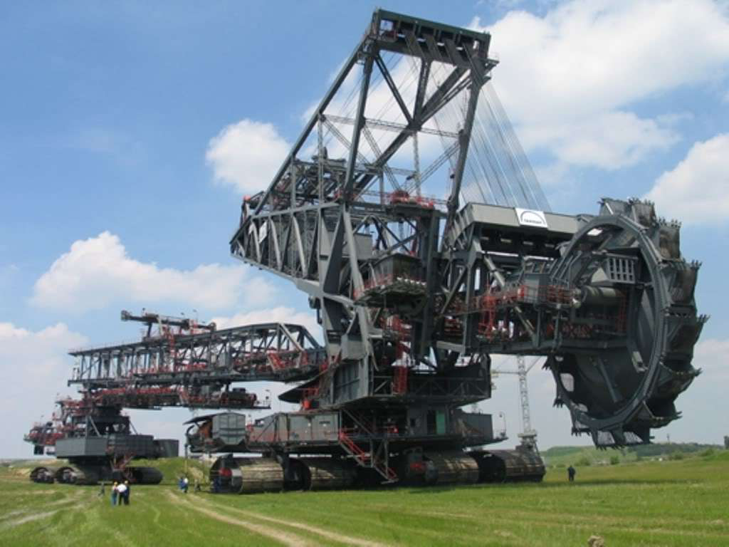 Video Meet The 31 Million Pound Bucket Wheel Excavator The Largest Land Vehicle Ever Built