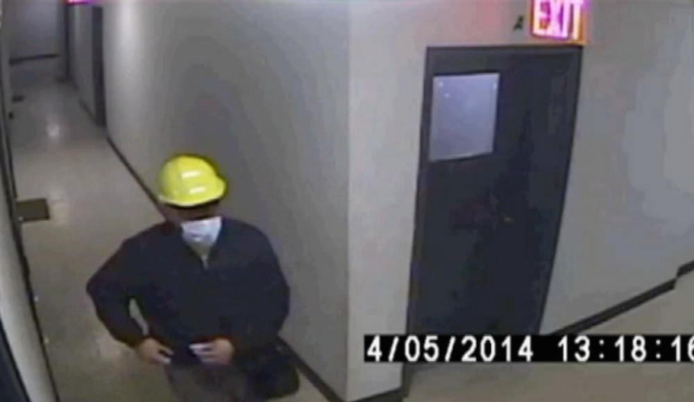 Robber disguised as construction worker