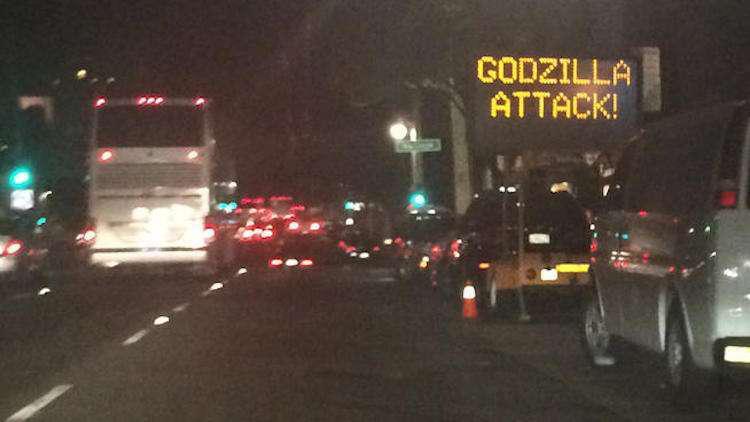 Godzilla attack SF