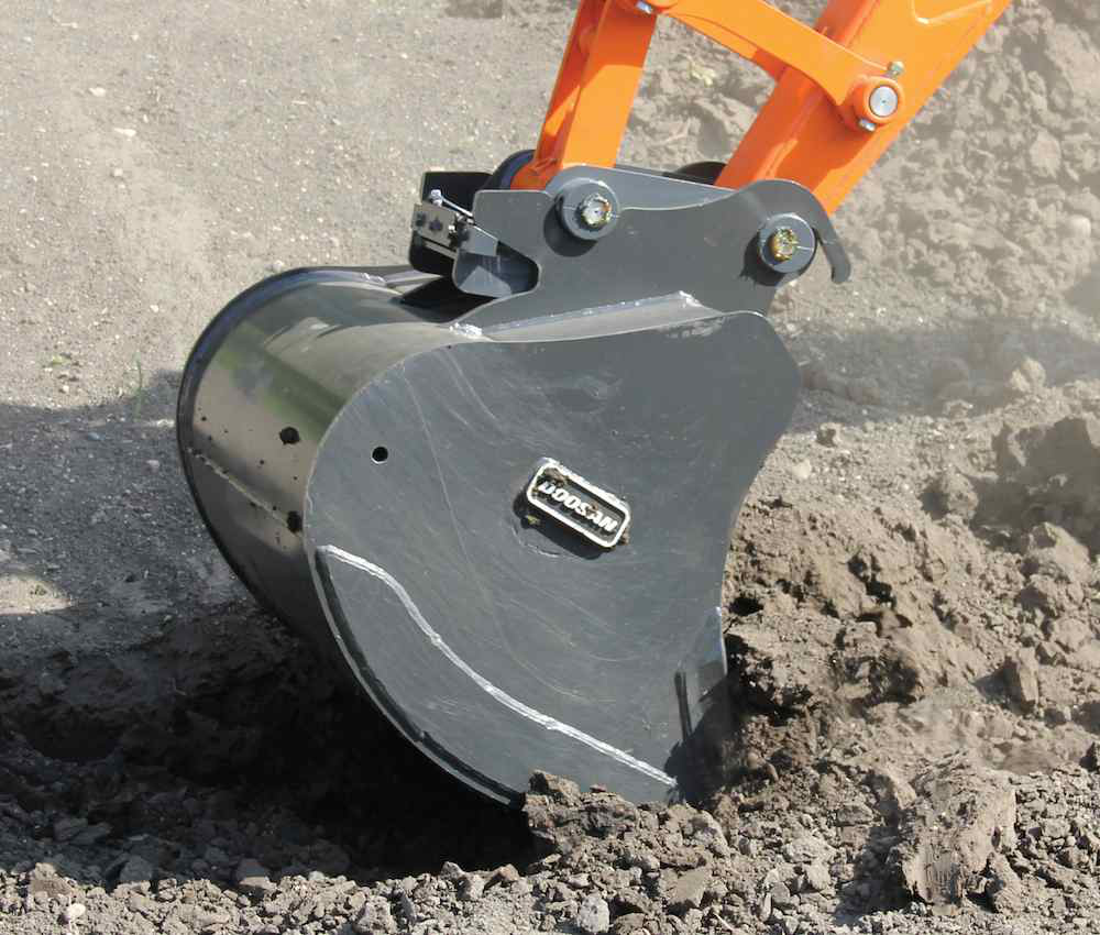 Pin Lock Quick Coupler : Doosan s new wedge lock coupler allows for fast attachment