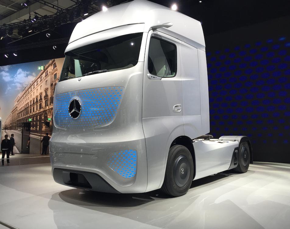 With mercedes benz 2025 future truck daimler unveils a for 2014 mercedes benz truck
