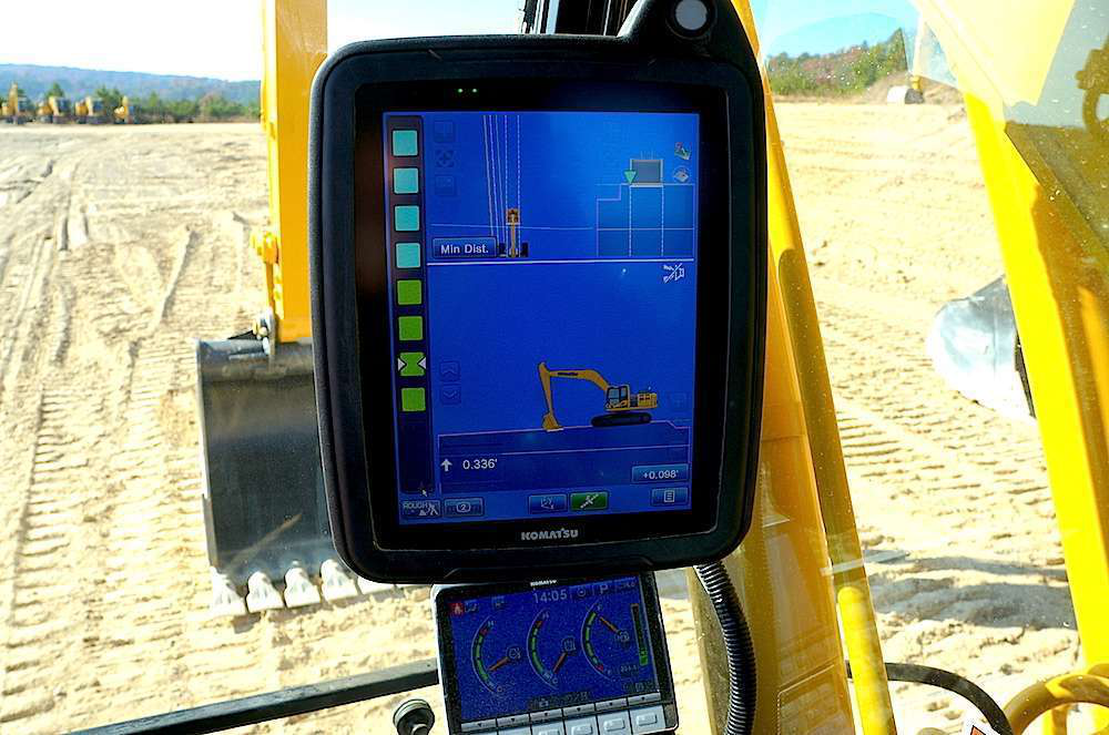 Komatsu PC210LCi-10 semi-automatic excavator touch controls