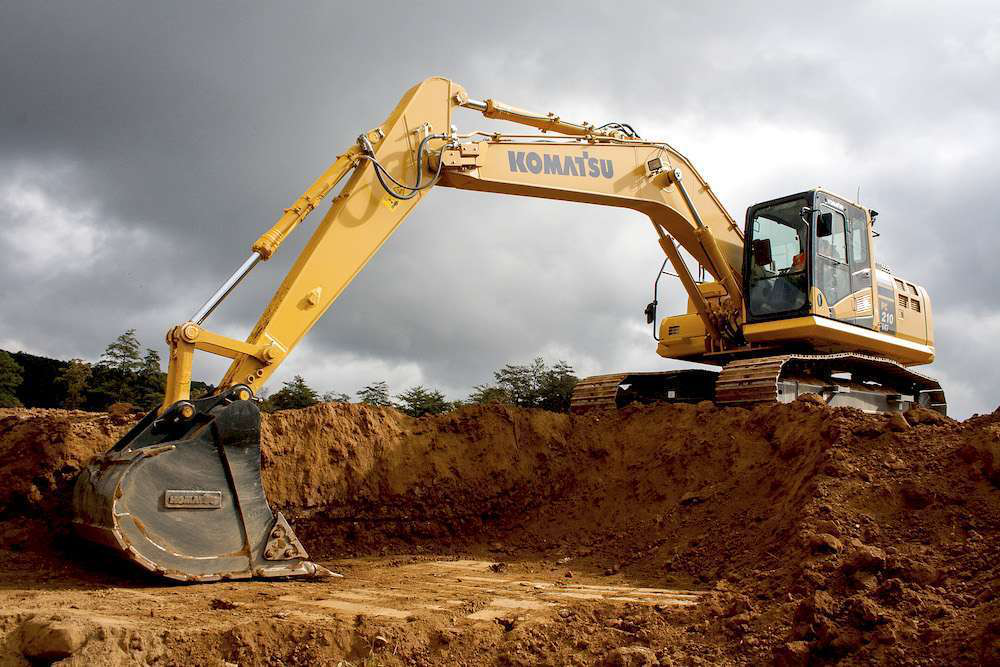 Equipped with iMC, the PC210LCi-10 hydraulic excavator cuts production times by 63 percent.
