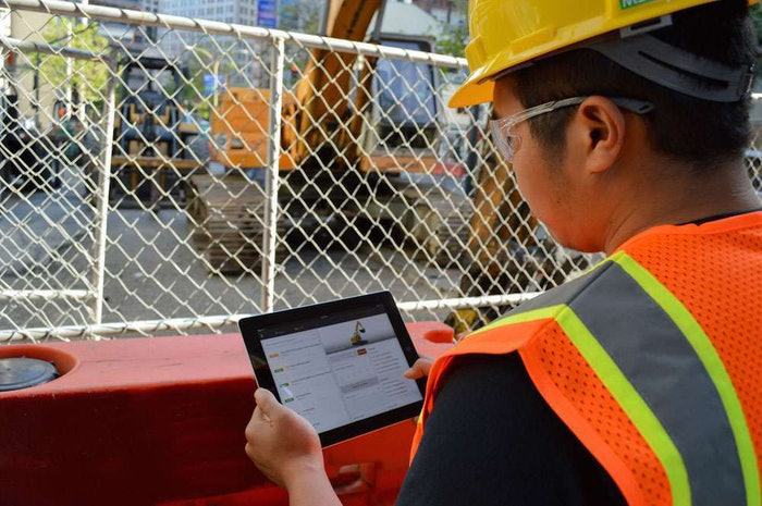 Contractor worker with Getable on iPad1