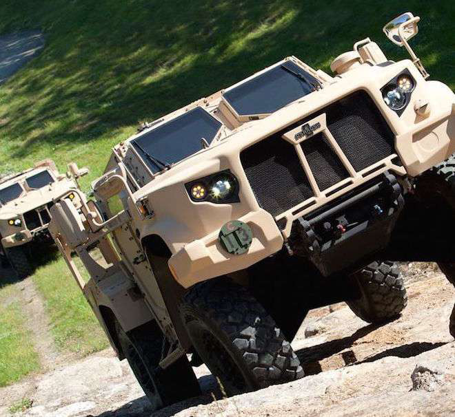meet the oshkosh jltv u s military 39 s humvee replacement is more powerful more protective photos. Black Bedroom Furniture Sets. Home Design Ideas