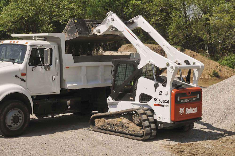 Engine updates to Bobcat 700, 800 loaders make T870