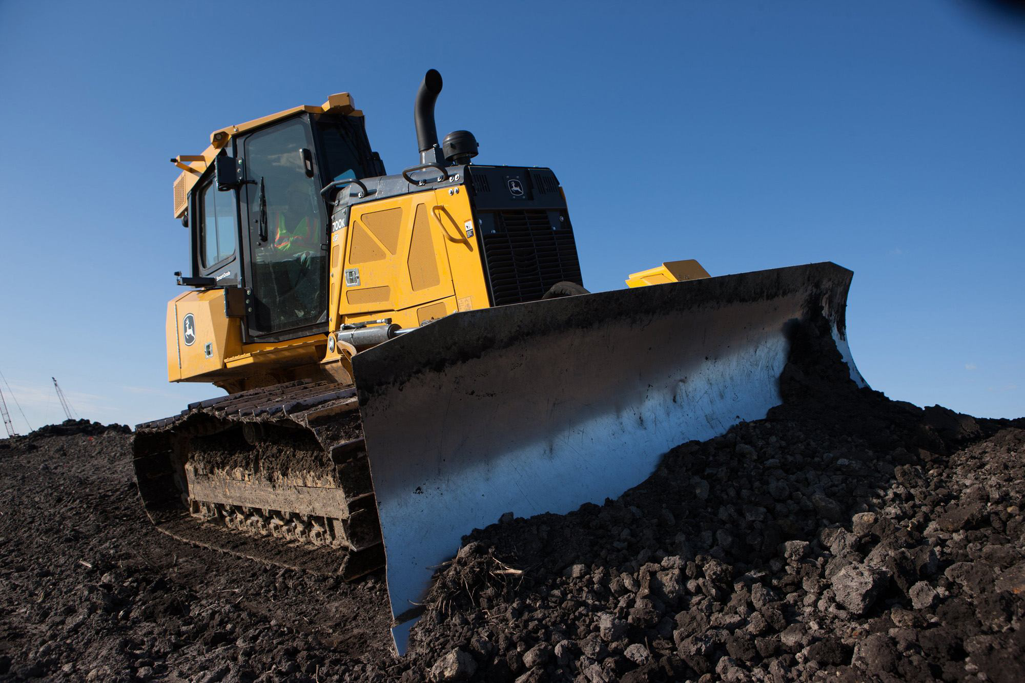How to set up and operate a dozer using GPS blade control