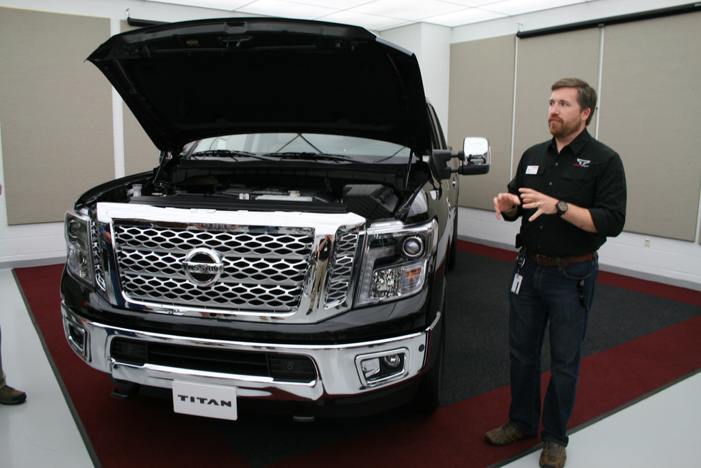 review nissan 39 s gas v8 titan xd has a few advantages over. Black Bedroom Furniture Sets. Home Design Ideas