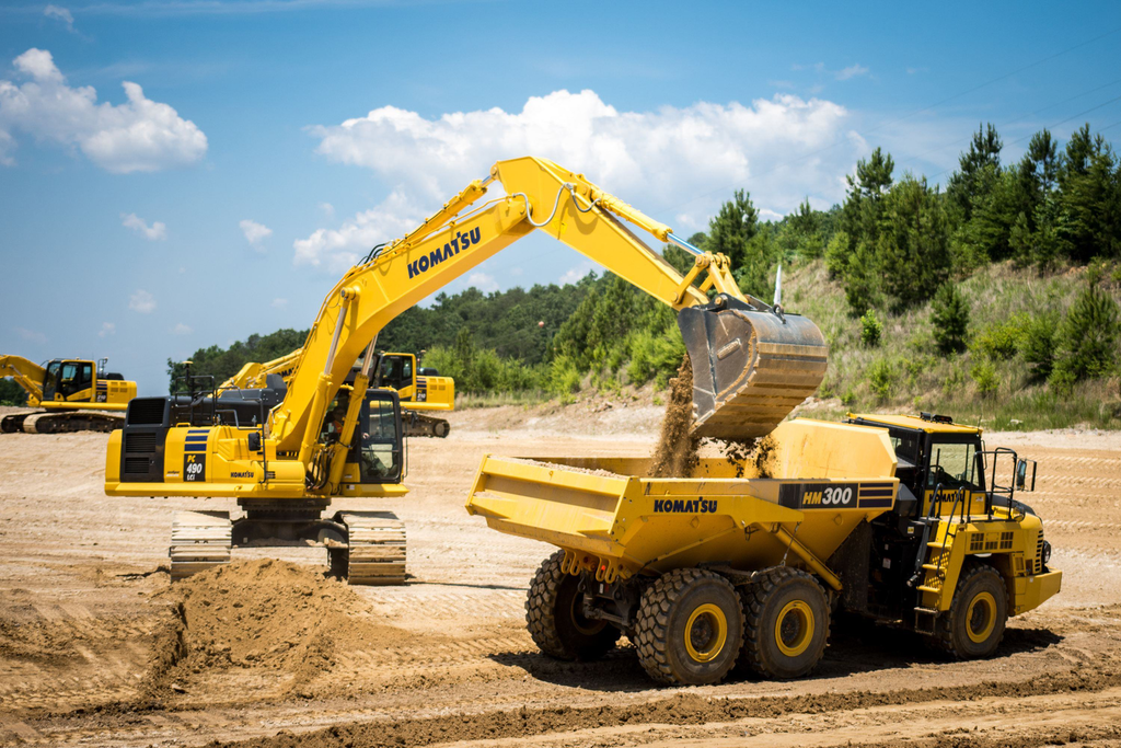 Can't Cut Too Deep: Komatsu unveils PC360, 490LCi semi-auto excavators. We put one to work (VIDEO)