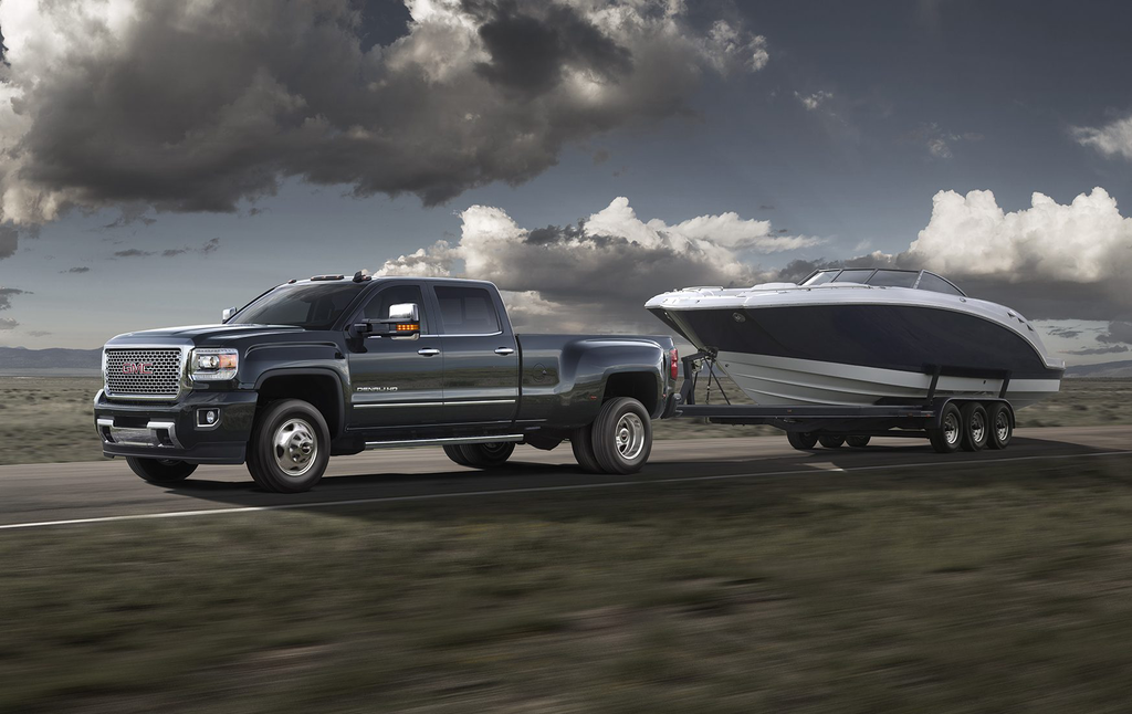 gmc bolsters sierra hauling intros gooseneck fifth wheel package trailering camera system. Black Bedroom Furniture Sets. Home Design Ideas