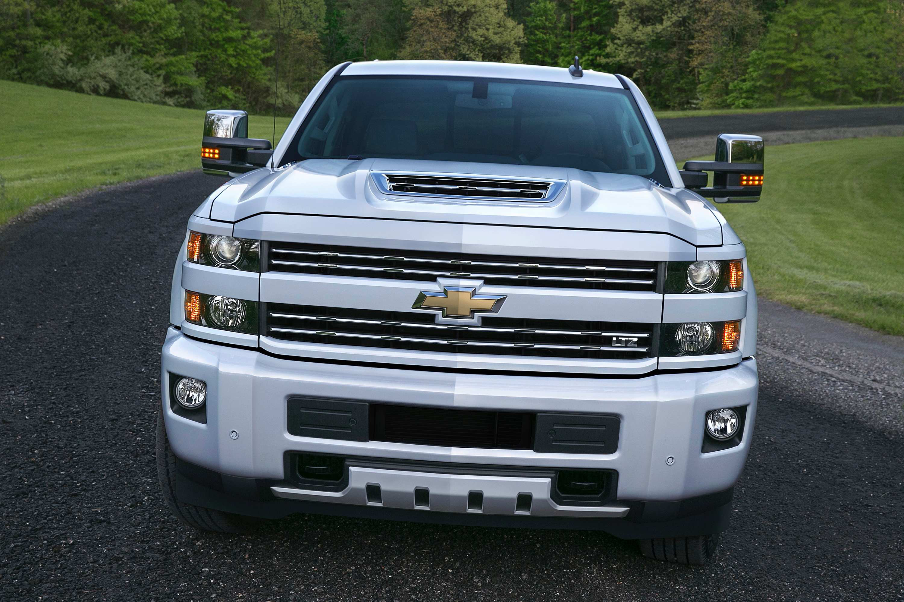 2017 Chevrolet Silverado 2500HD 003 gm reveals new front end design for 2017 chevy silverado hd, gmc  at crackthecode.co