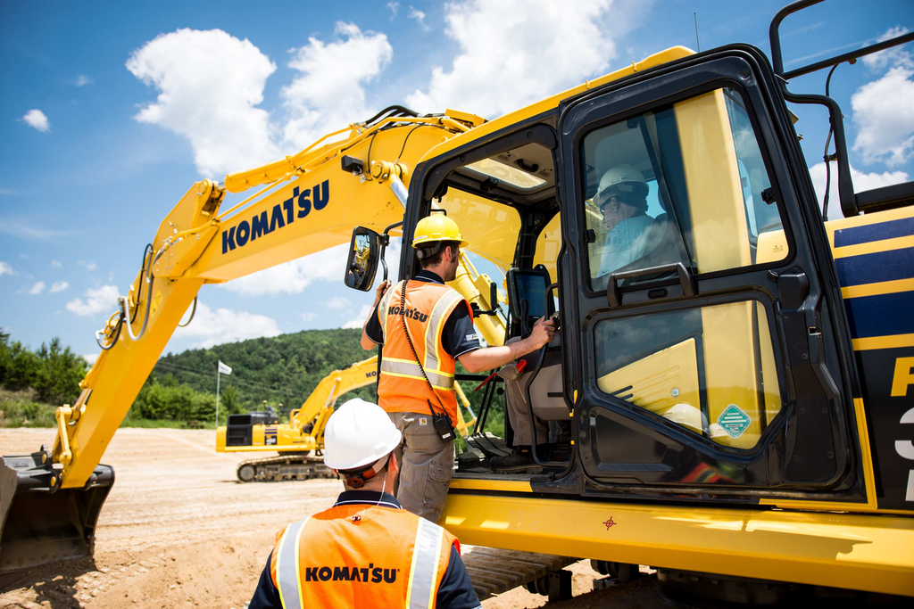 Much like the guidance offered to yours truly during the press event, Komatsu's TSE's will assist contractors and operators with all facets of GPS/GNSS machine operation. Photo credit: Wayne Grayson