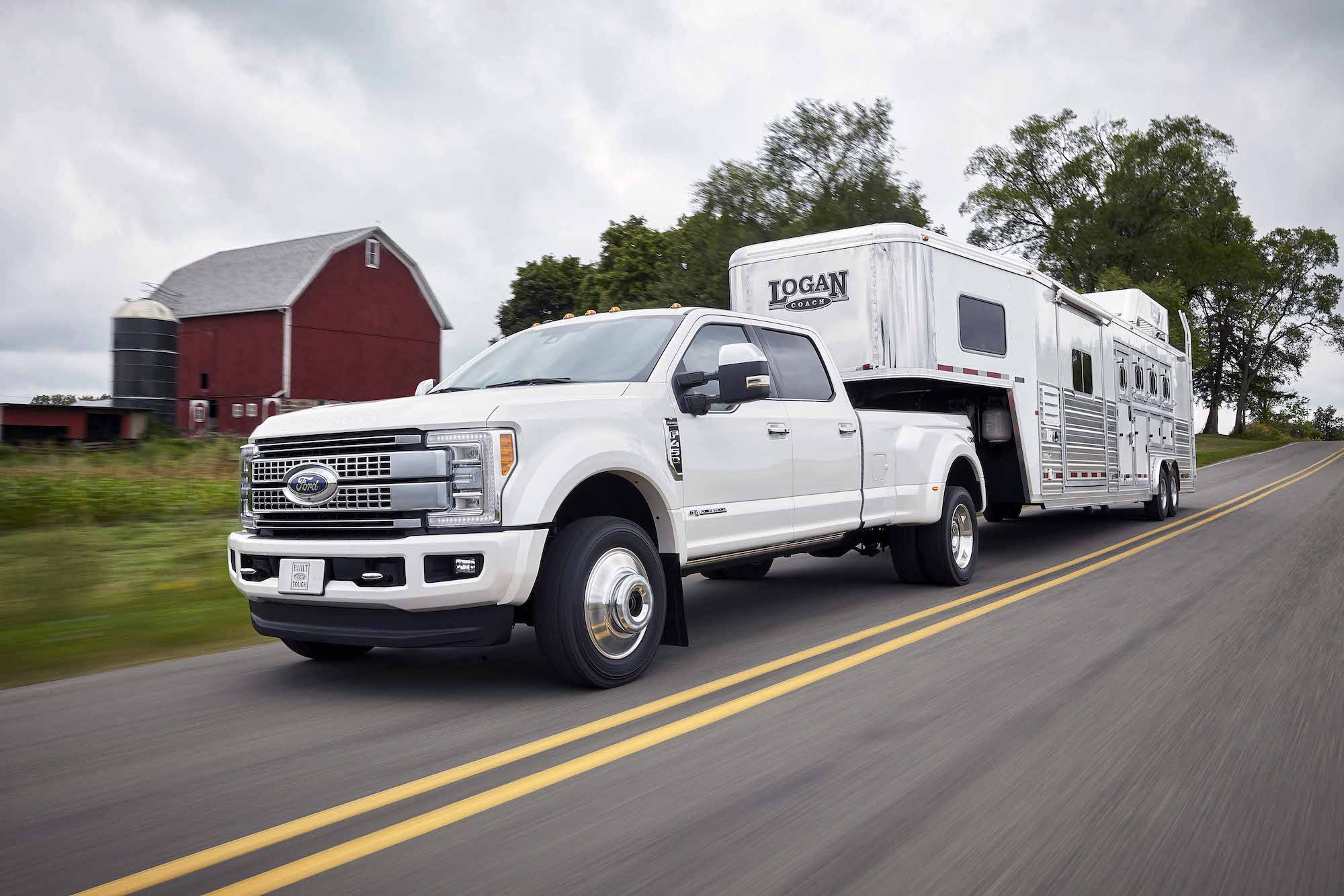 F350 dually towing capacity 2017 ford super duty overtakes ram 3500 as towing champ