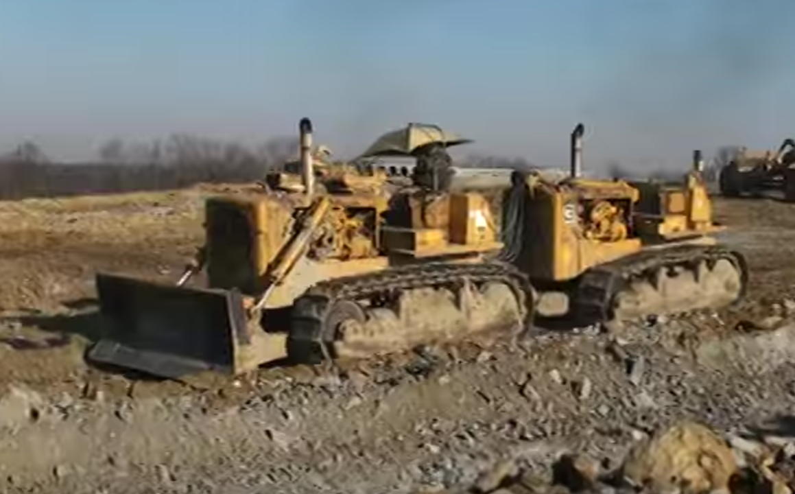 VIDEO: Vintage Cat DD9G gave single operator power of 2 dozers in tandem
