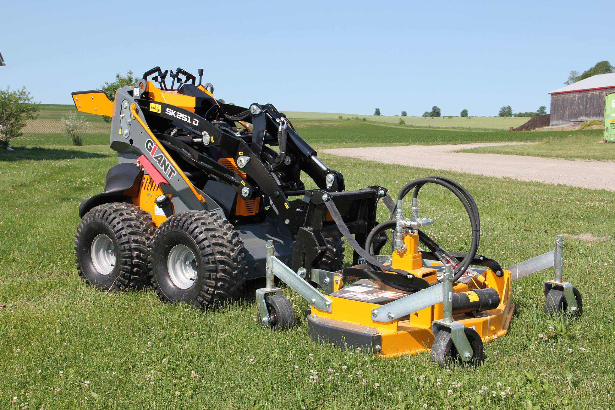Mini Skid Steer : Dutch compact equipment brand giant will make north