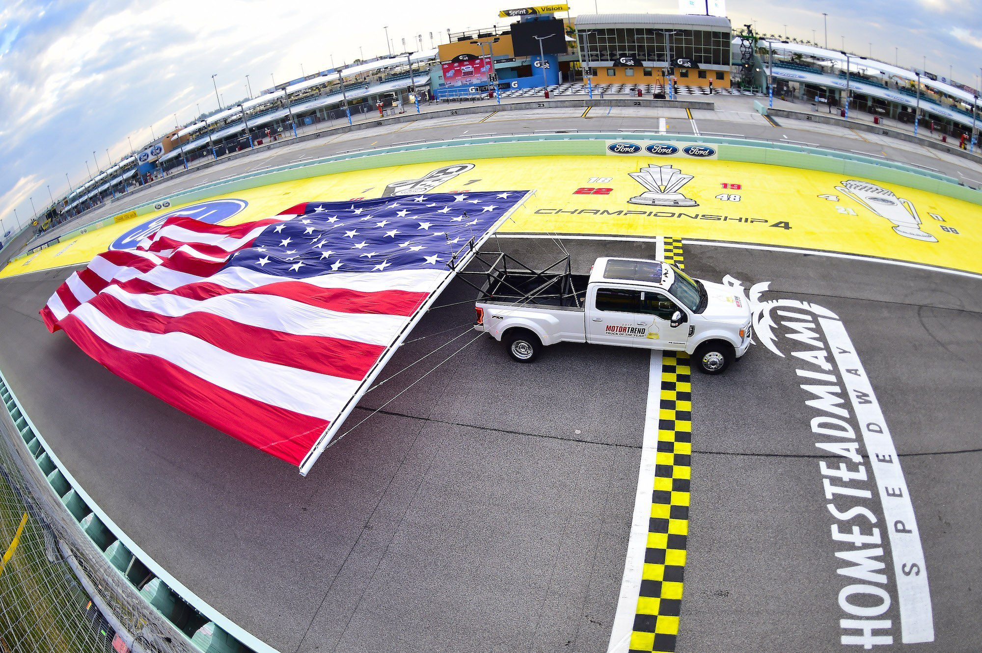Ford smashes Chevy\'s world record as F-450 flies with largest ...