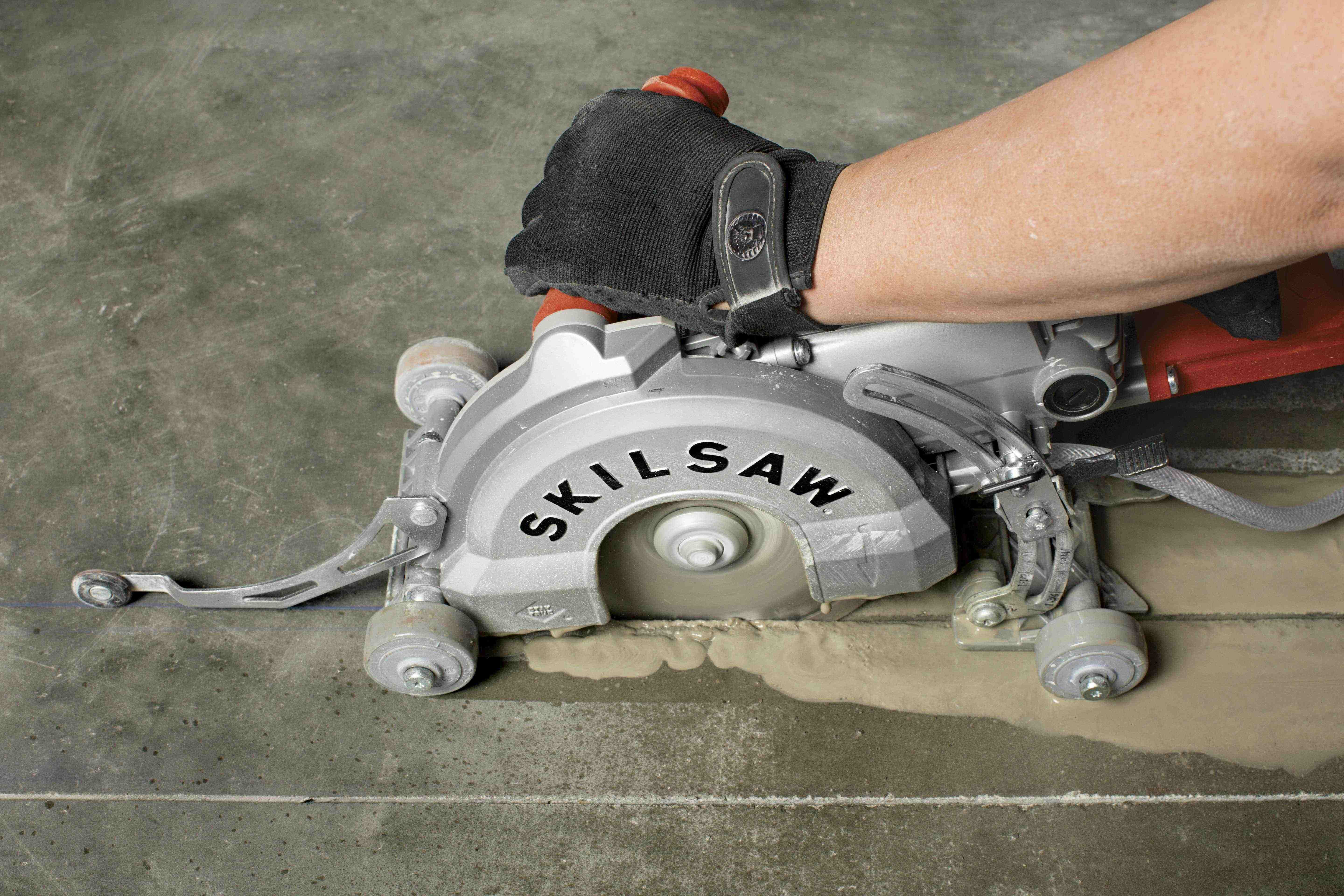 Worm drive skilsaw medusaw redesigned to cut concrete the skilsaw medusaw is purpose built to cut concrete in wet or dry applications greentooth Images