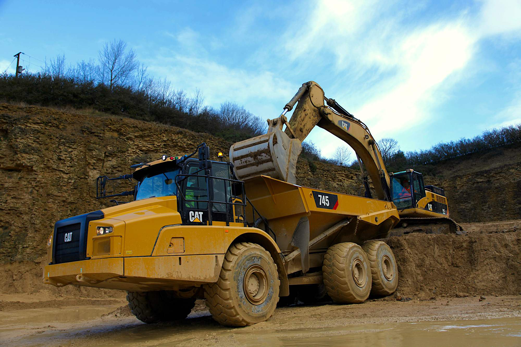 Cat Unveils Redesigned 745 Articulated Truck With Larger