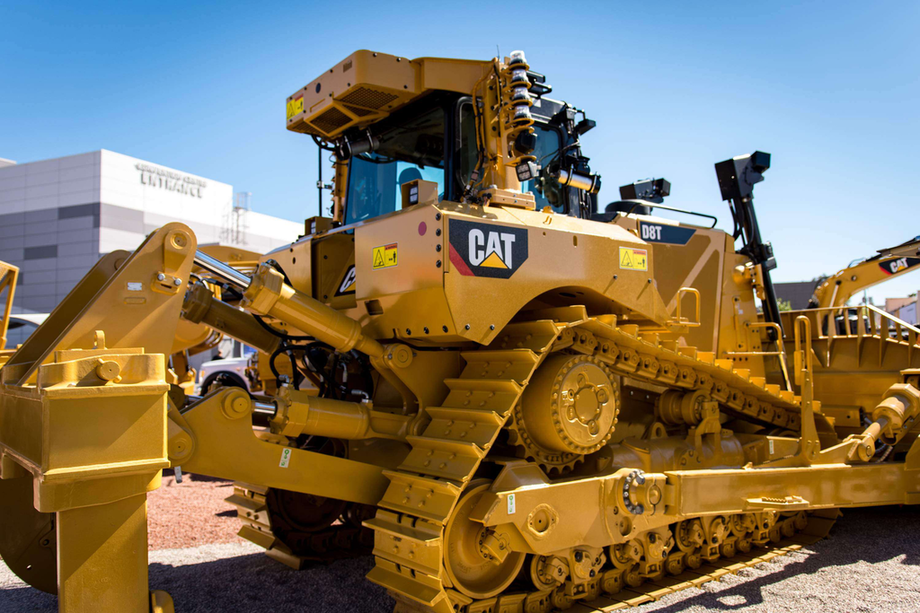 Operating a D8T 1,700 miles away with Cat's Remote Operator system at ConExpo (VIDEO)