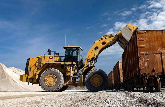 Caterpillar 986K loading train