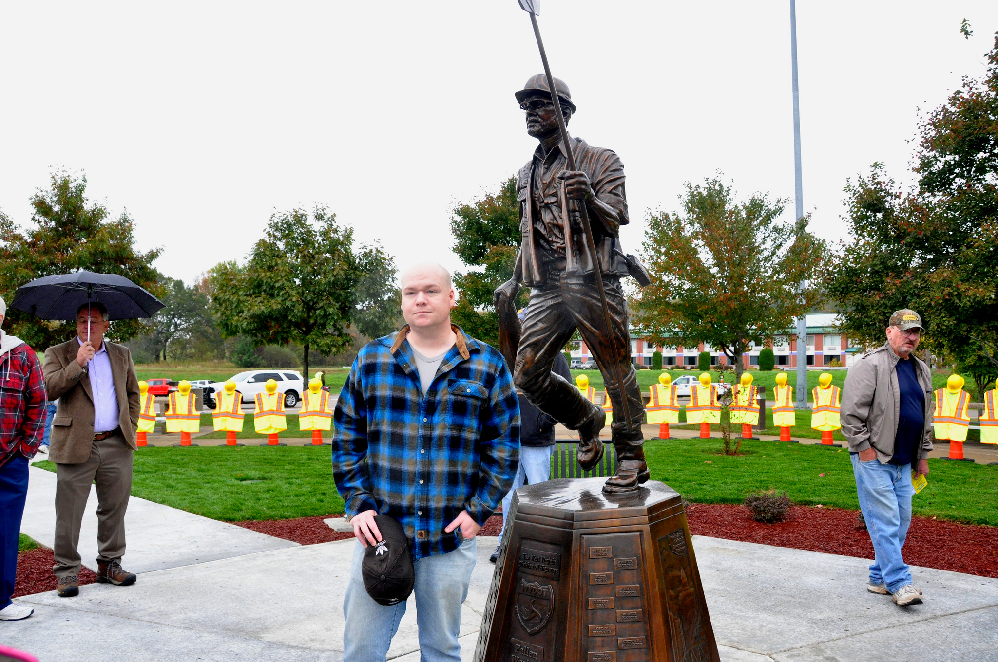 Memorial Unveiled For Fallen Highway Workers In W Va