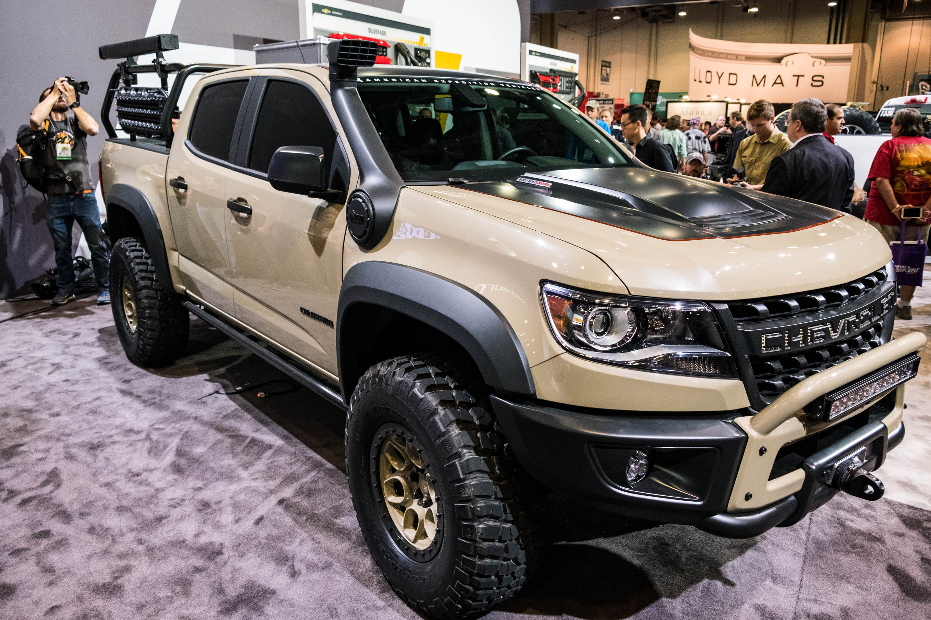 chevy unveils colorado zr2 aev a duramax powered rock crawler. Black Bedroom Furniture Sets. Home Design Ideas