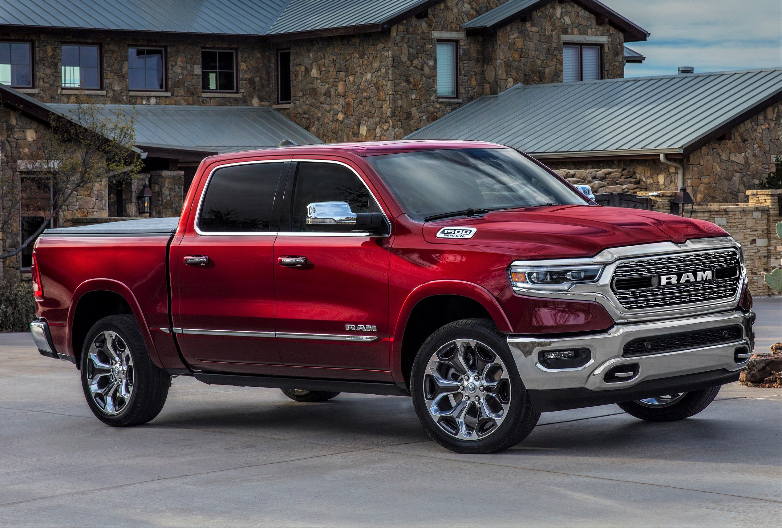 ram unveils redesigned 2019 1500 trucks with new look less weight more tech equipment world. Black Bedroom Furniture Sets. Home Design Ideas