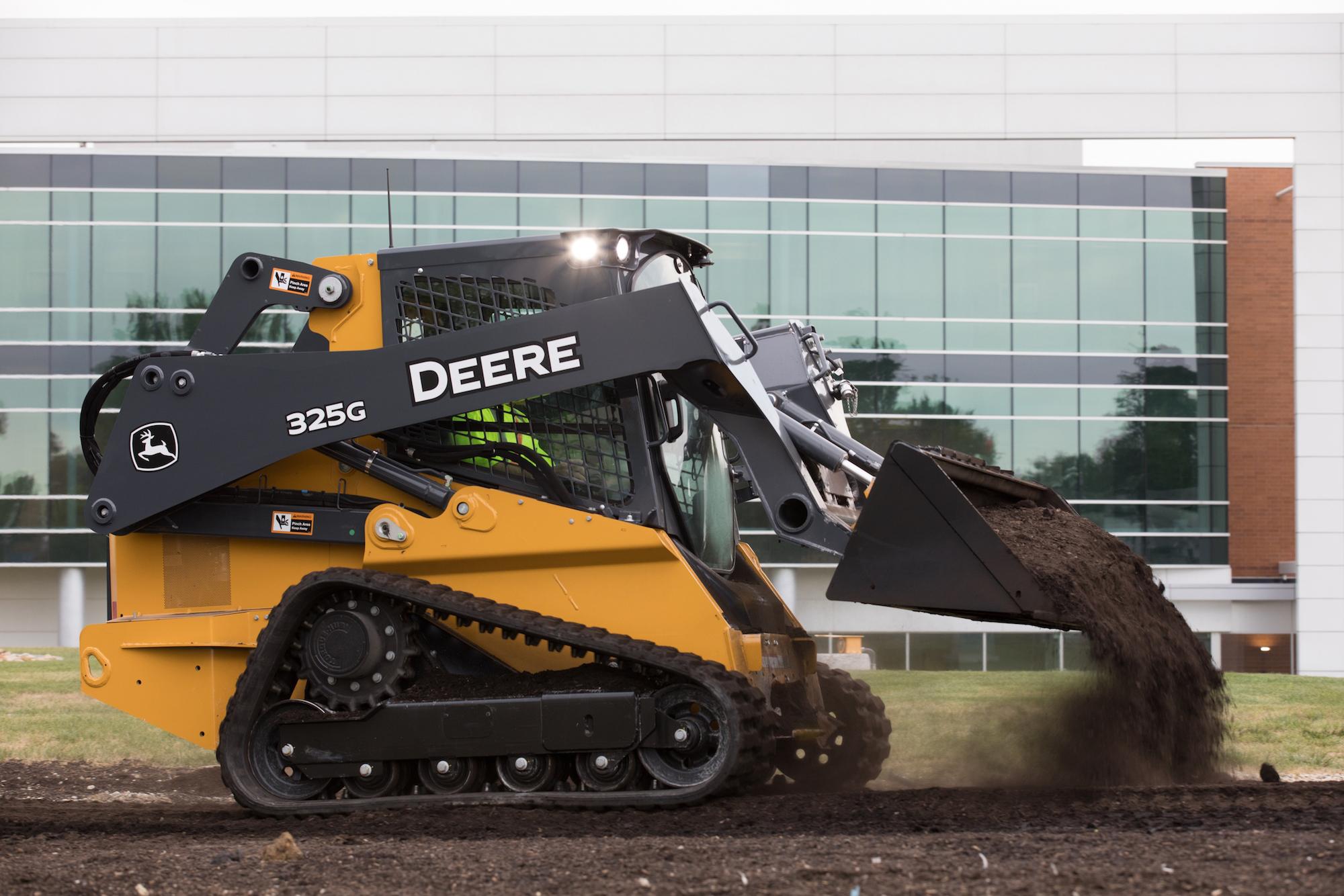John Deere Skid Steer >> Deere Unveils Mid Frame 320g 324g Skid Steers 325g Ctl