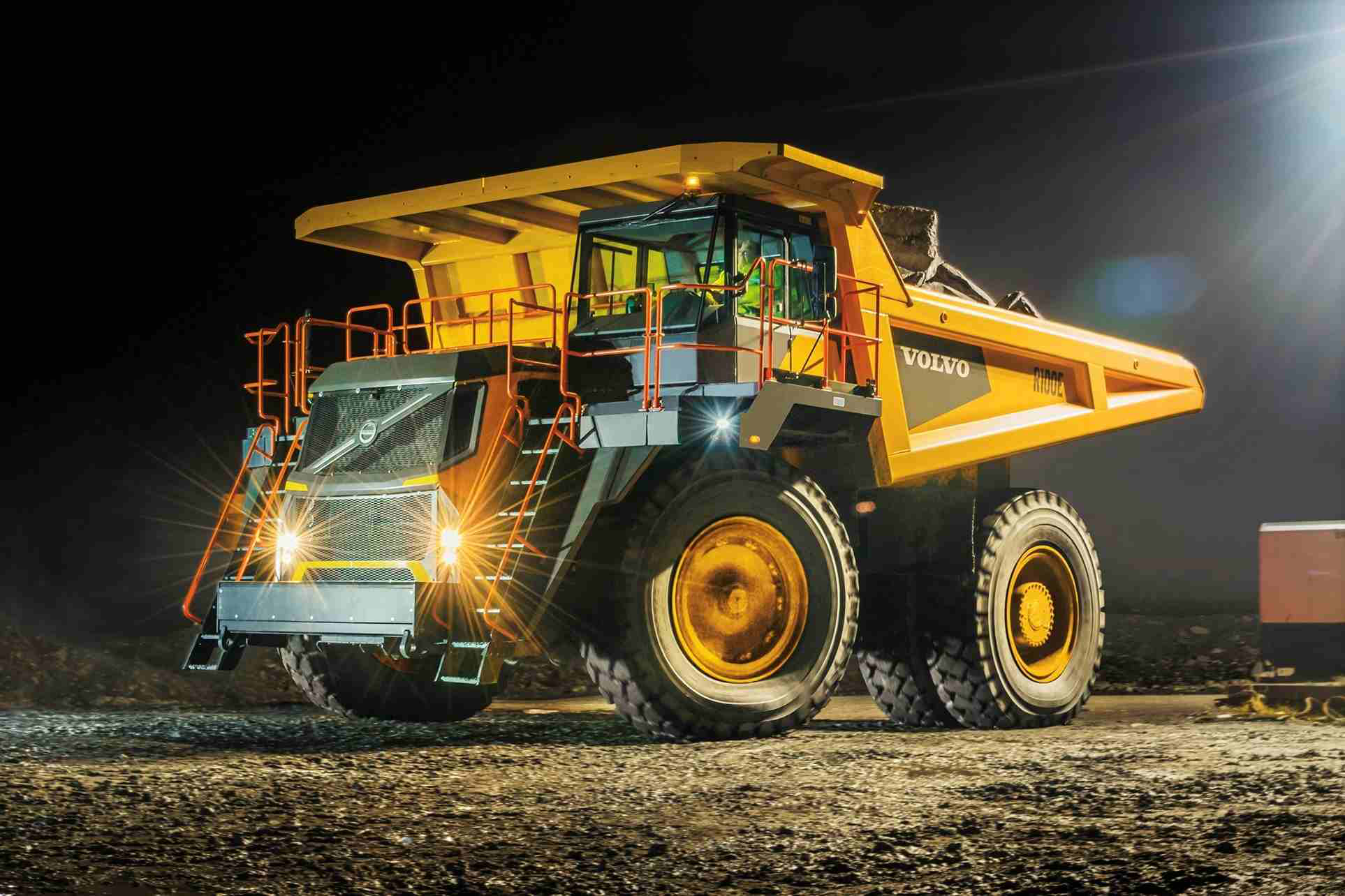 Bell Equipment unveils B60E 60-ton artic with 4×4 ...
