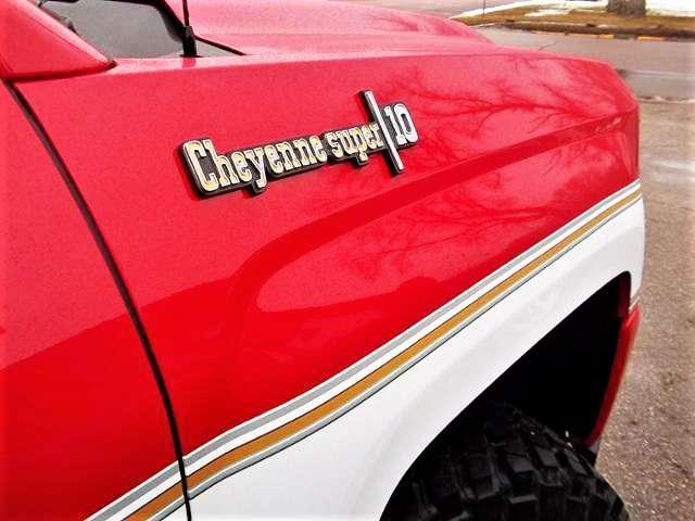 Retro 2018 Chevy Silverado Big 10 conversion proves two-tone