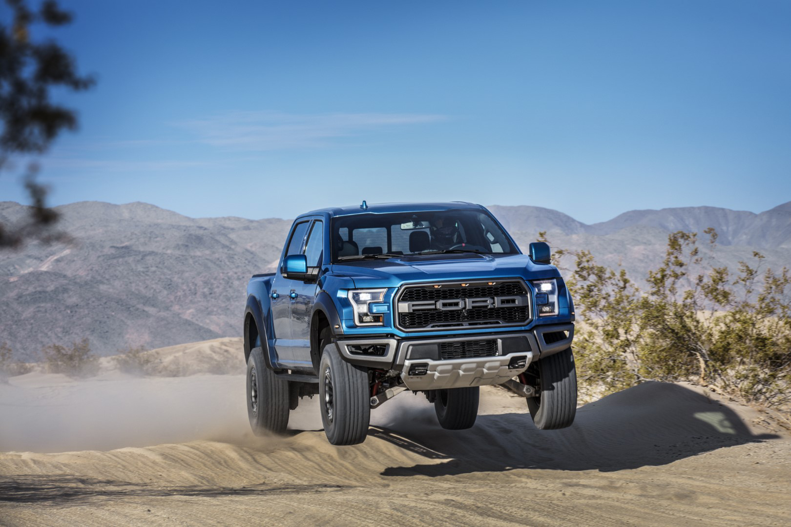 2019 Ford F 150 Raptor Debuted With All New Features Big Blue Jacked Up Chevy Truck F150