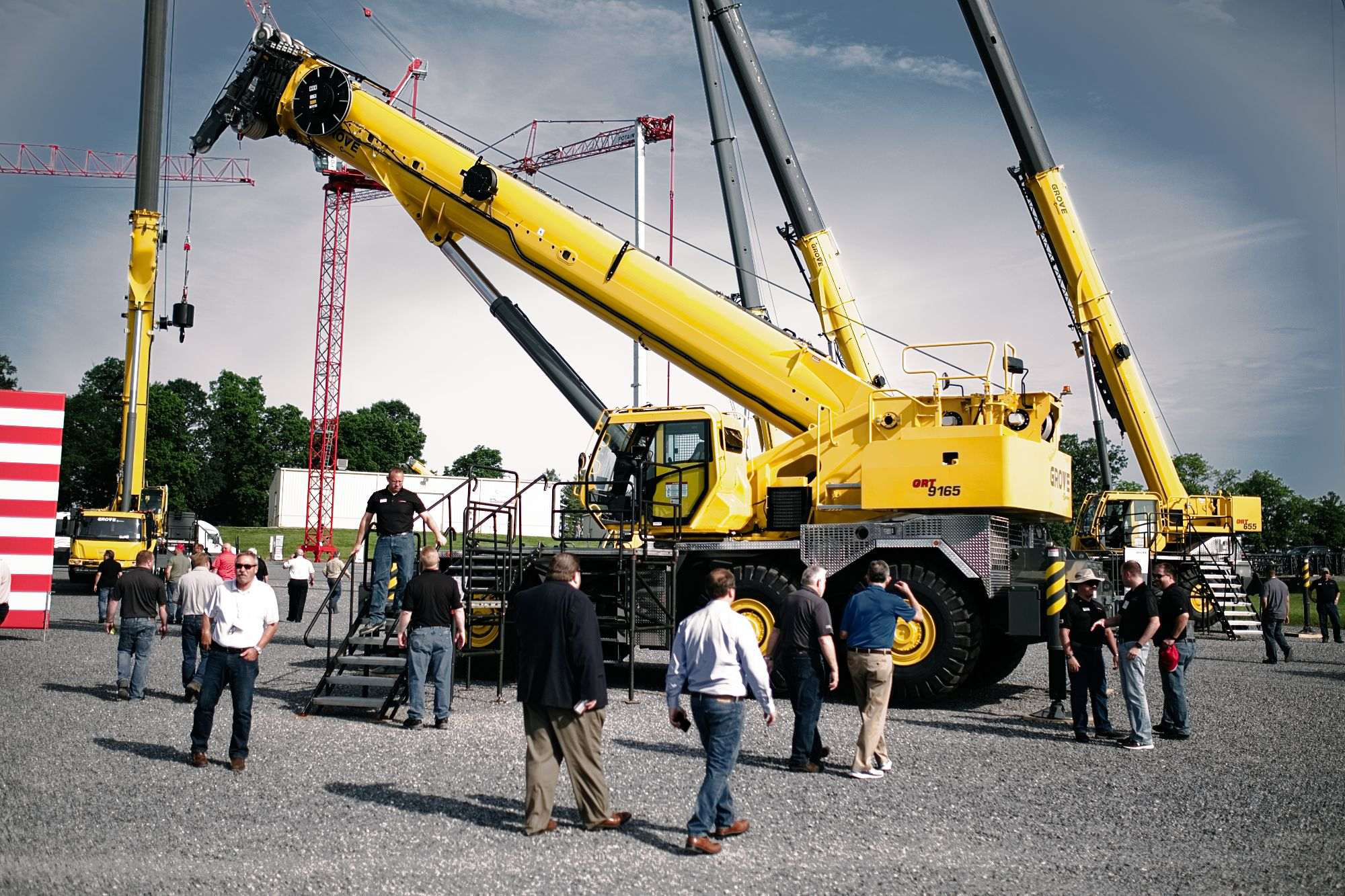 Manitowoc debuts grove grt9165 and tms500 2 cranes for Crane grove