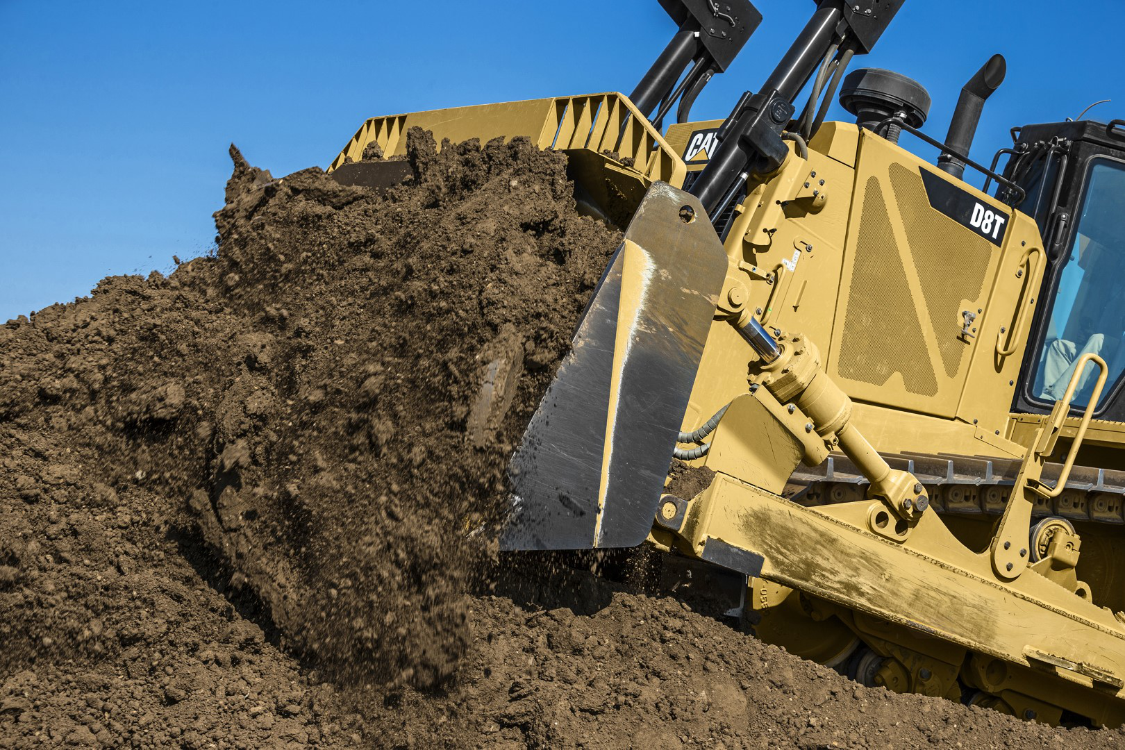Cat officially presents the new D8T dozer