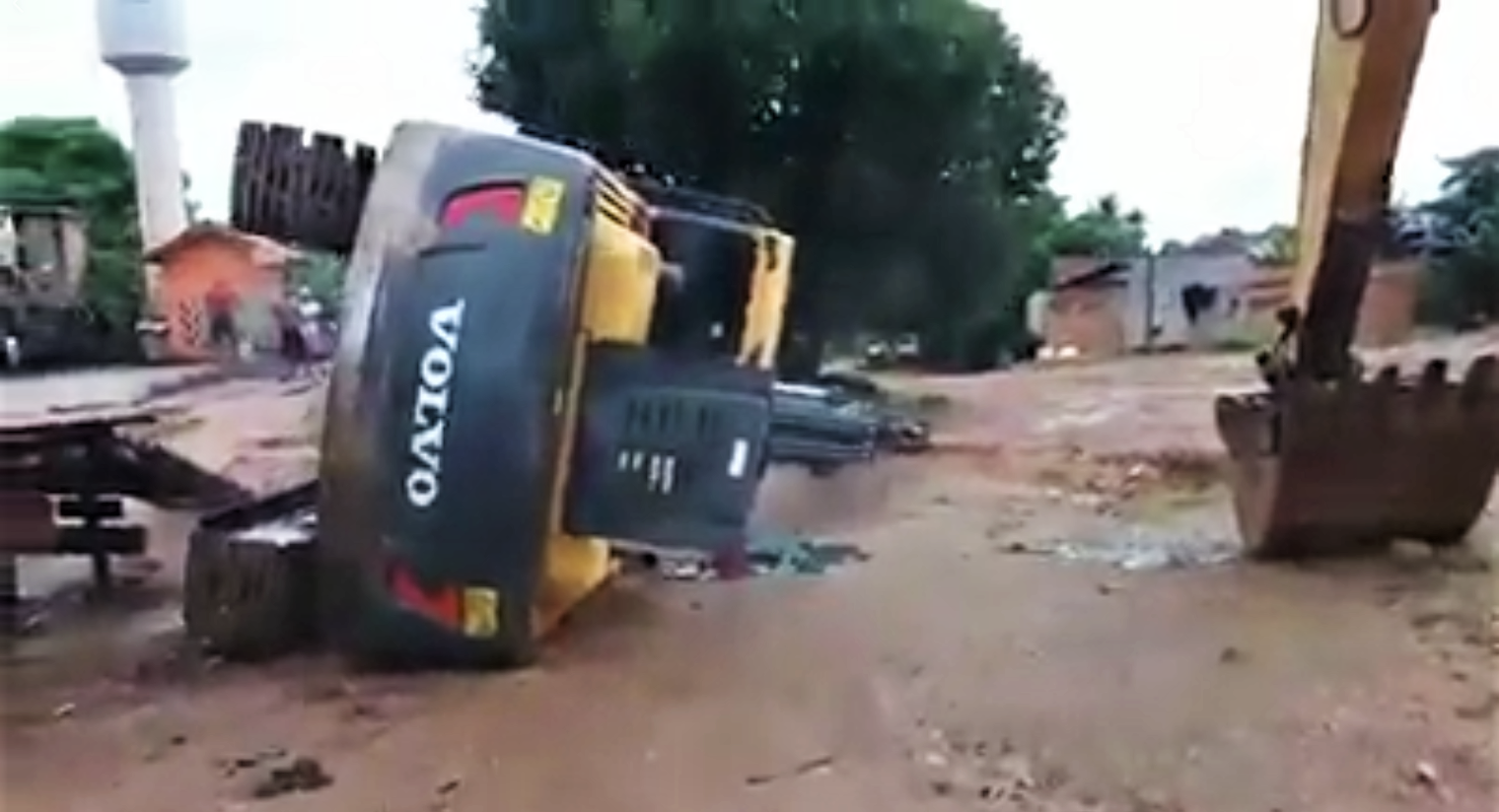 Excavator falls from trailer when operator makes wrong move