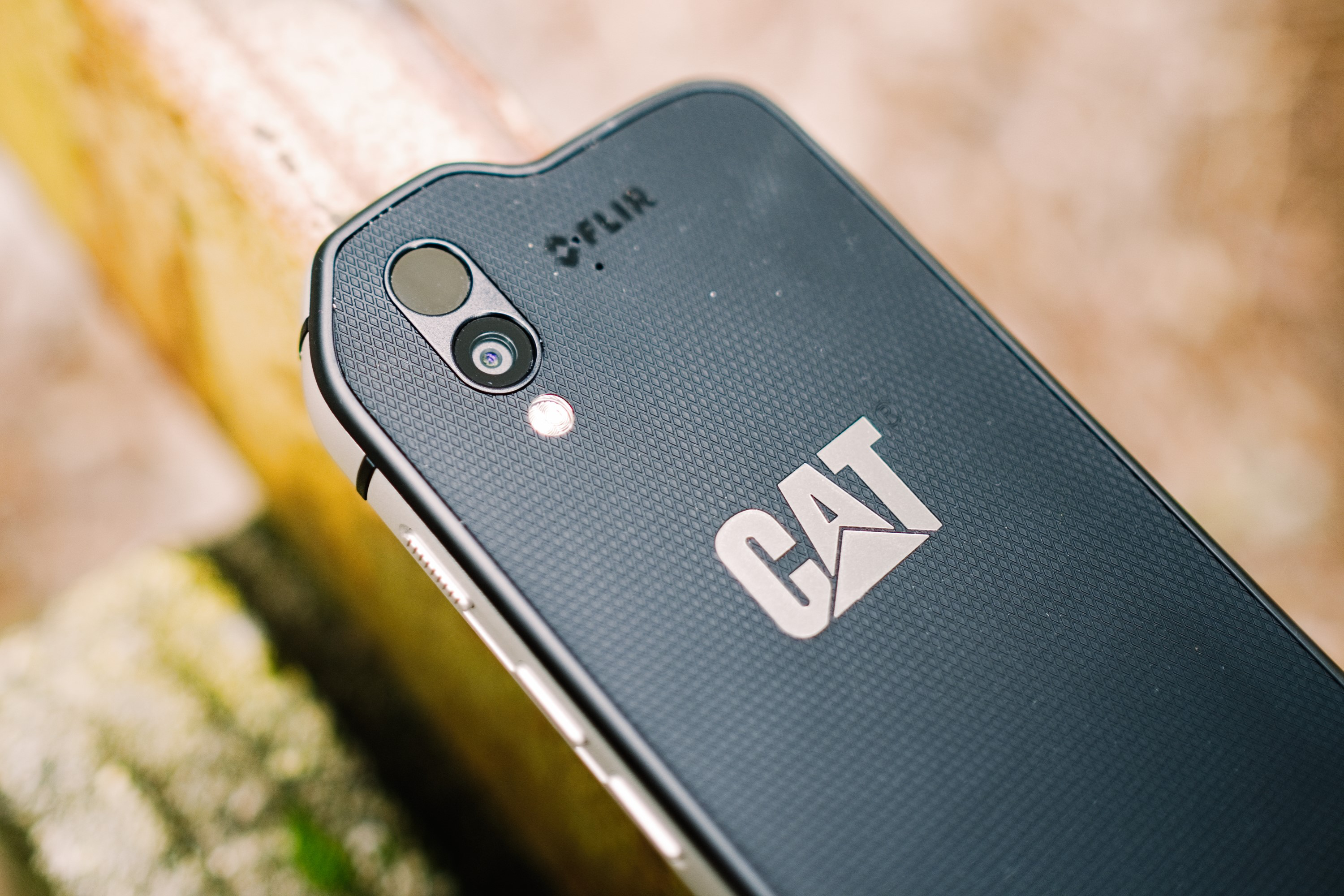 Cat Introduces S61 Smartphone To Market