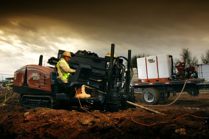 Ditch Witch horizontal directional drilling machine with fluid management system